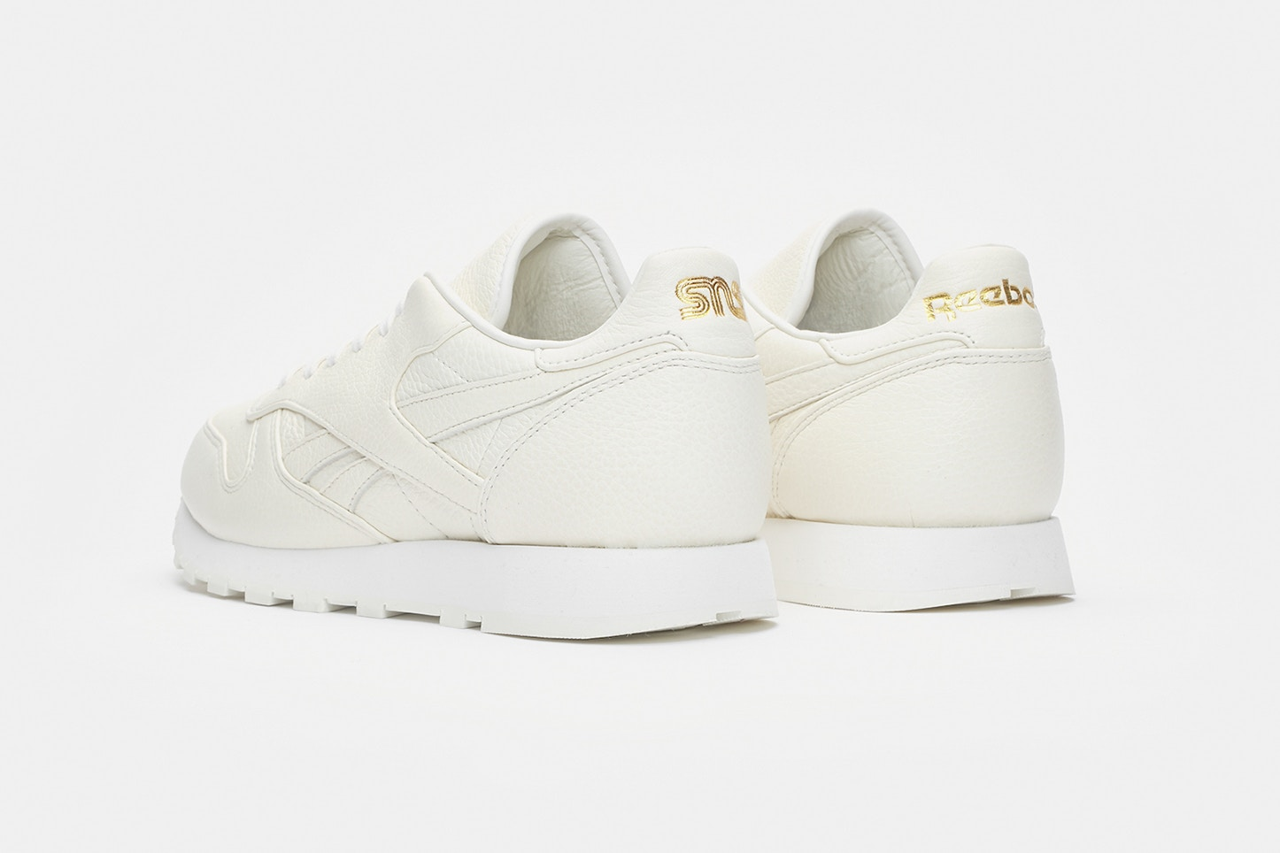 sneakersnstuff x reebok classic leather premium